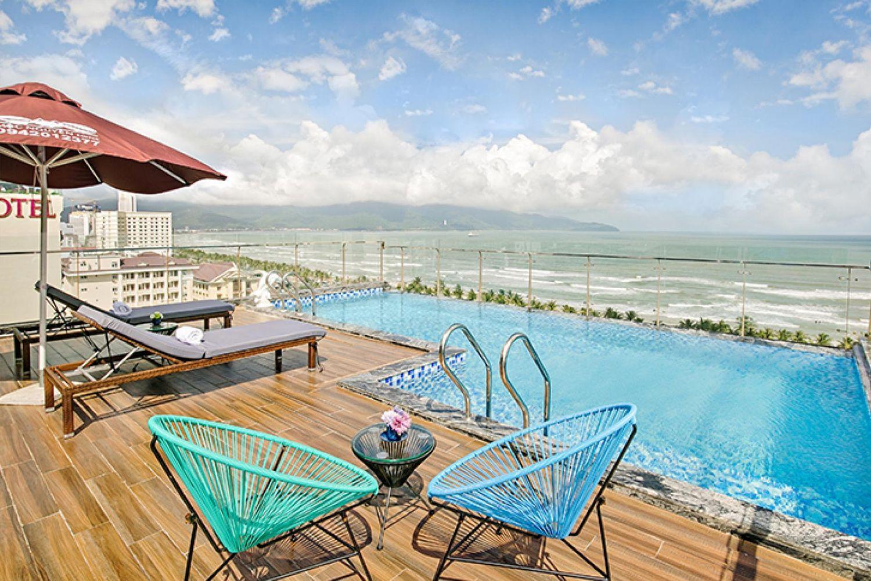 Bể bơi ở khách sạn và Căn hộ Halina