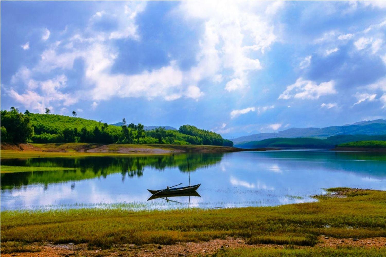 Hồ Phú Ninh được biết là một trong những hồ chứa nước nhân tạo lớn nhất Việt Nam