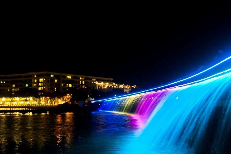 Cầu Ánh Sao, Hồ Bán Nguyệt