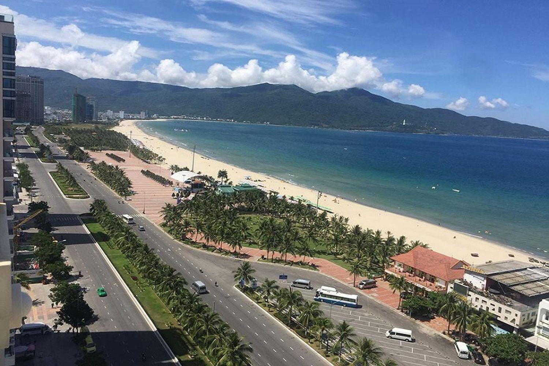 Diamond Sea Hotel gần bãi biển Mỹ Khê