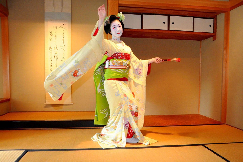 Điệu nhảy mùa xuân của Kyoto geiko và maiko