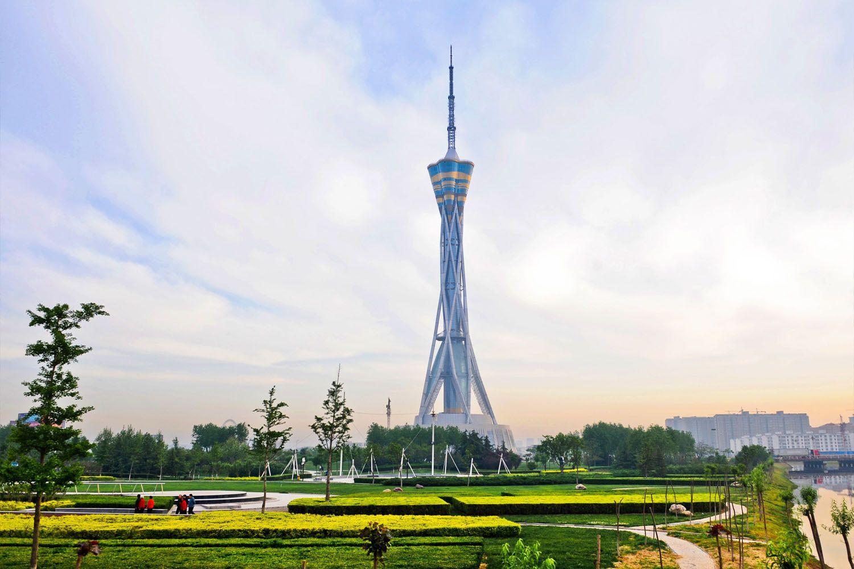 Ngắm cảnh thành phố từ tháp Zhongyuan