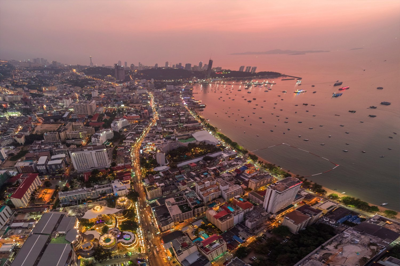 Ngắm hoàng hôn ở Sunset Lounge Rooftop Bar Pattaya