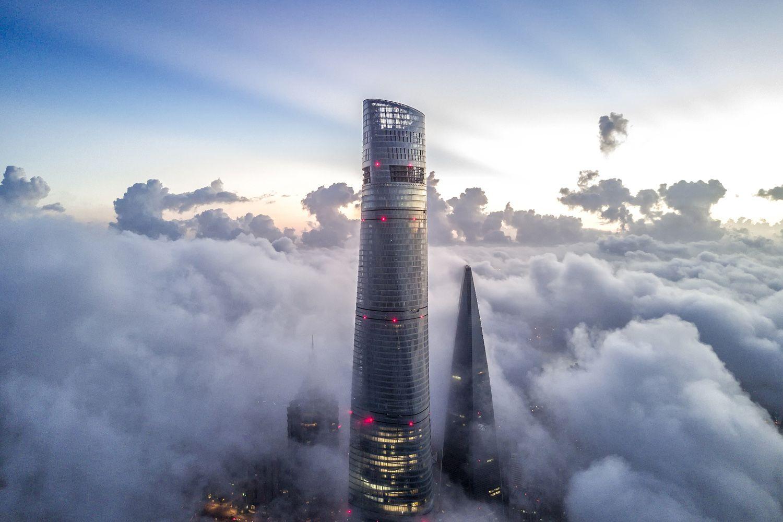 Tháp Thượng Hải là tòa nhà cao nhất Trung Quốc và là tòa nhà cao thứ hai trên thế giới.
