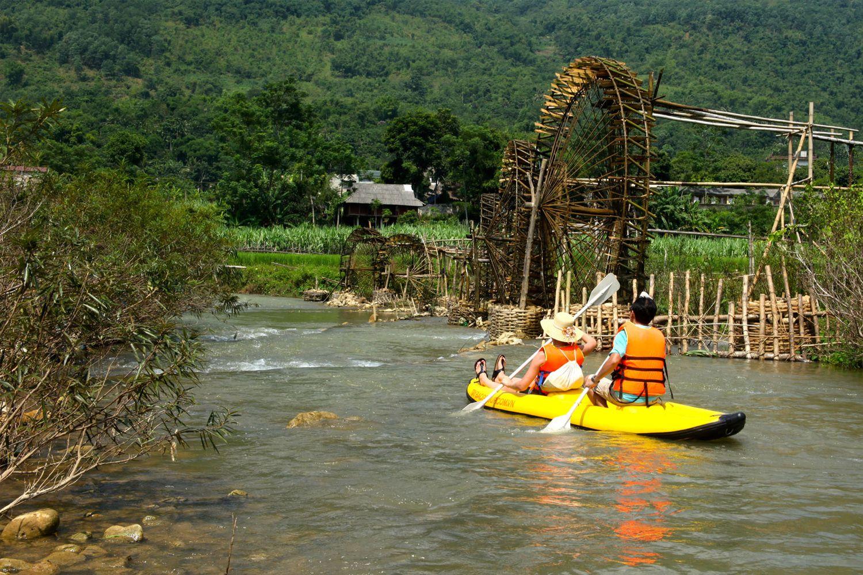 Chèo thuyền ở Pu Luong
