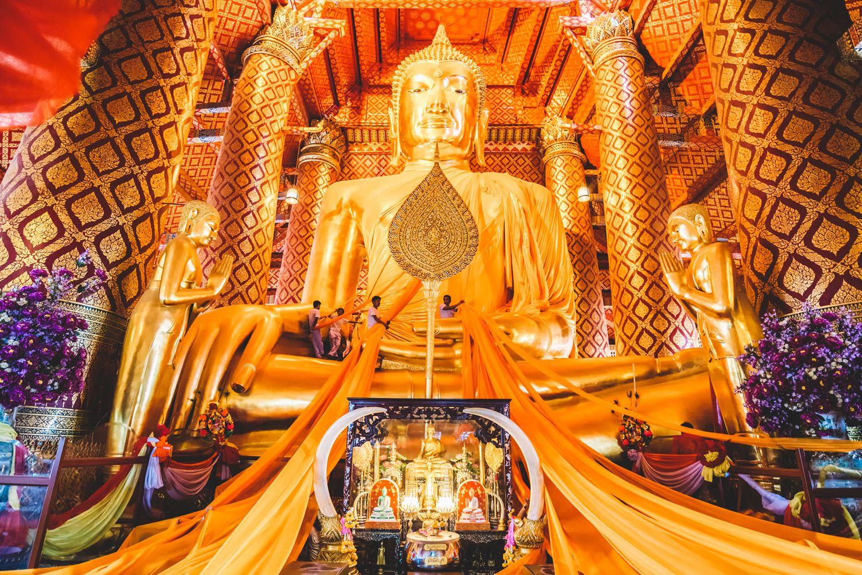 Wat Panan Choeng (Phật vàng)