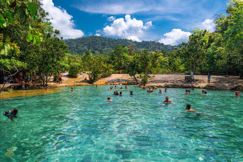 Lặn hồ Emerald Pool