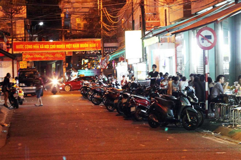 Phố ẩm thực đêm Phạm Hồng Thái