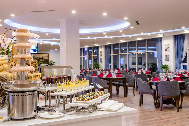 Nhà hàng tại Royal Lotus Hotel Danang by H&K Hospitality