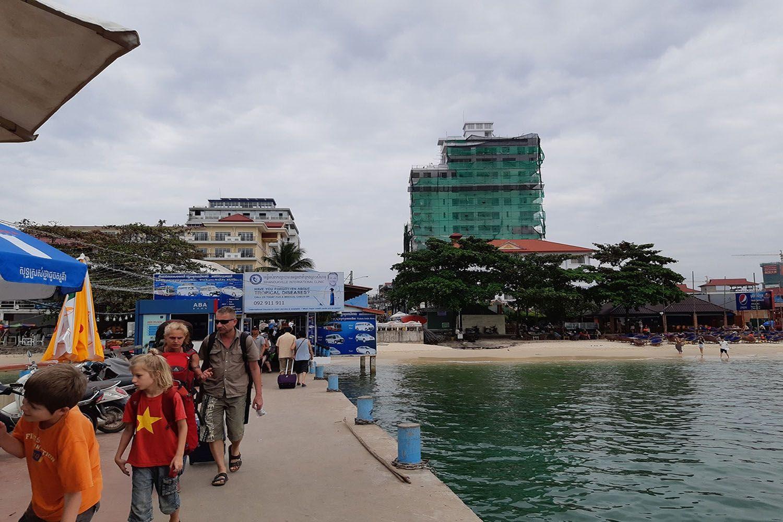 Hệ thống giao thông trên đảo kém phát triển