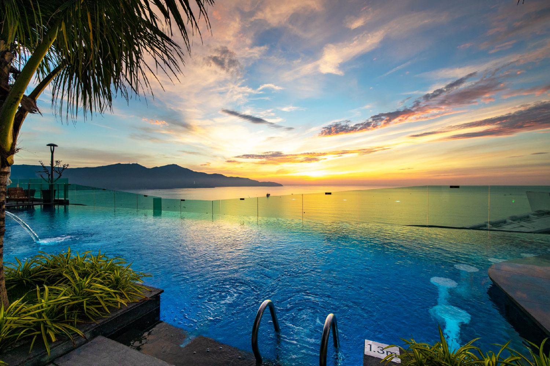 Bể bơi vô cực ở Sala Danang Beach Hotel
