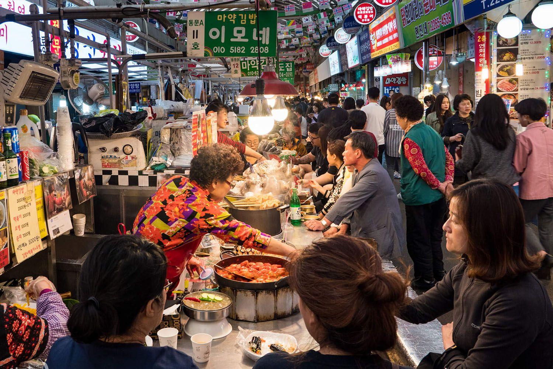 Các quán ăn đường phố cạnh ga Dongdeamun