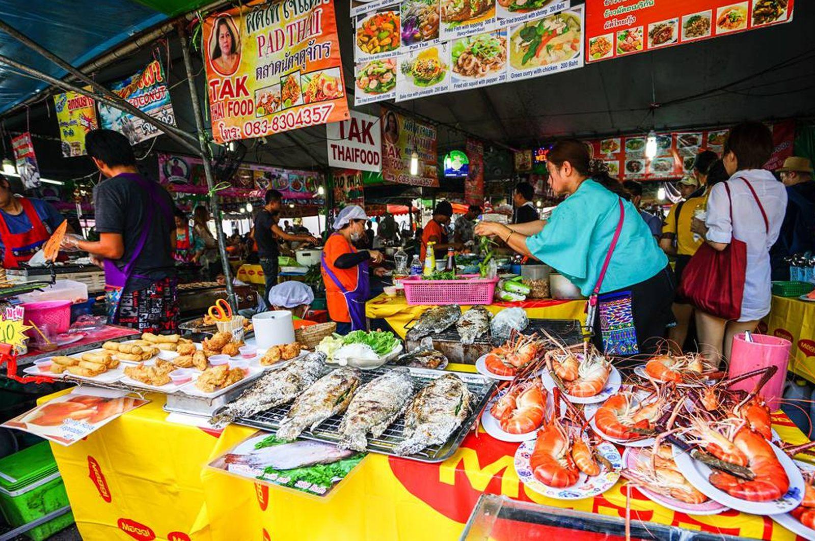Ăn gì tại chợ Chatuchak?