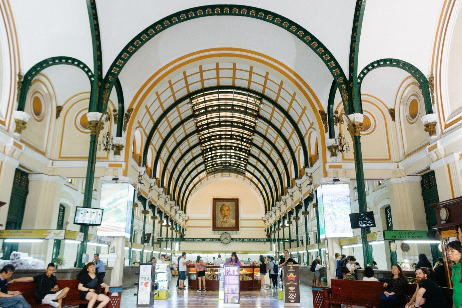 Nét kiến trúc Châu Âu của bưu điện thành phố