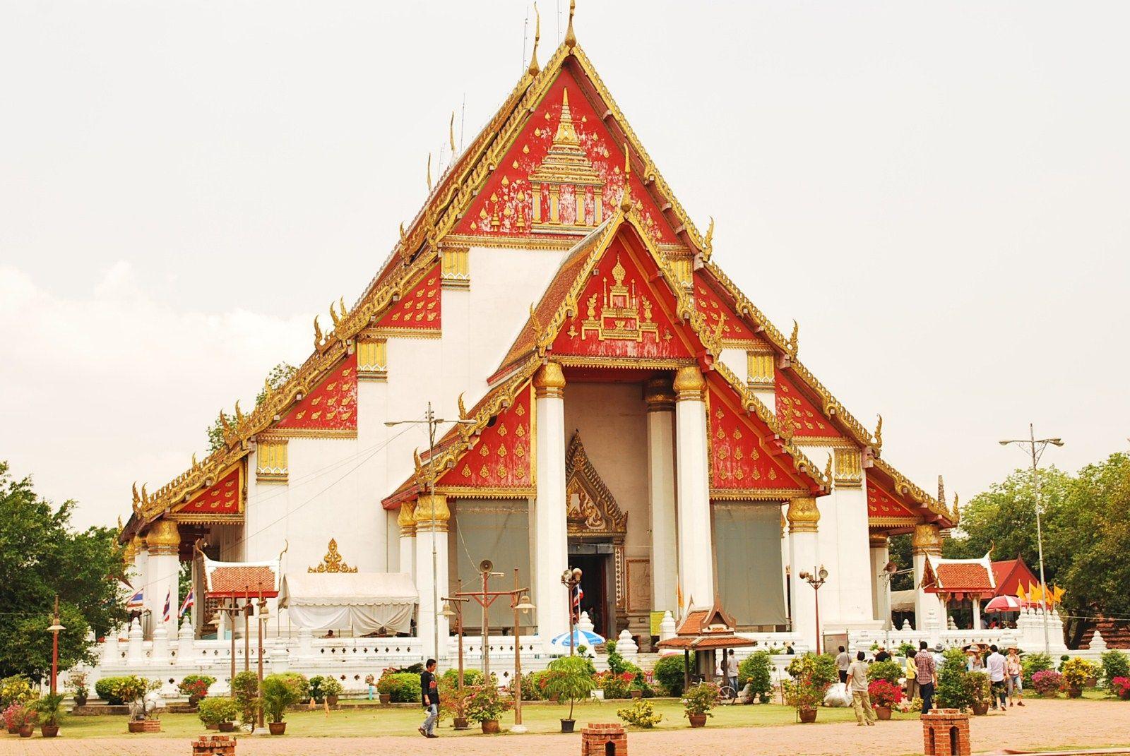 Đền Viharn Phra Mongkhon bophit