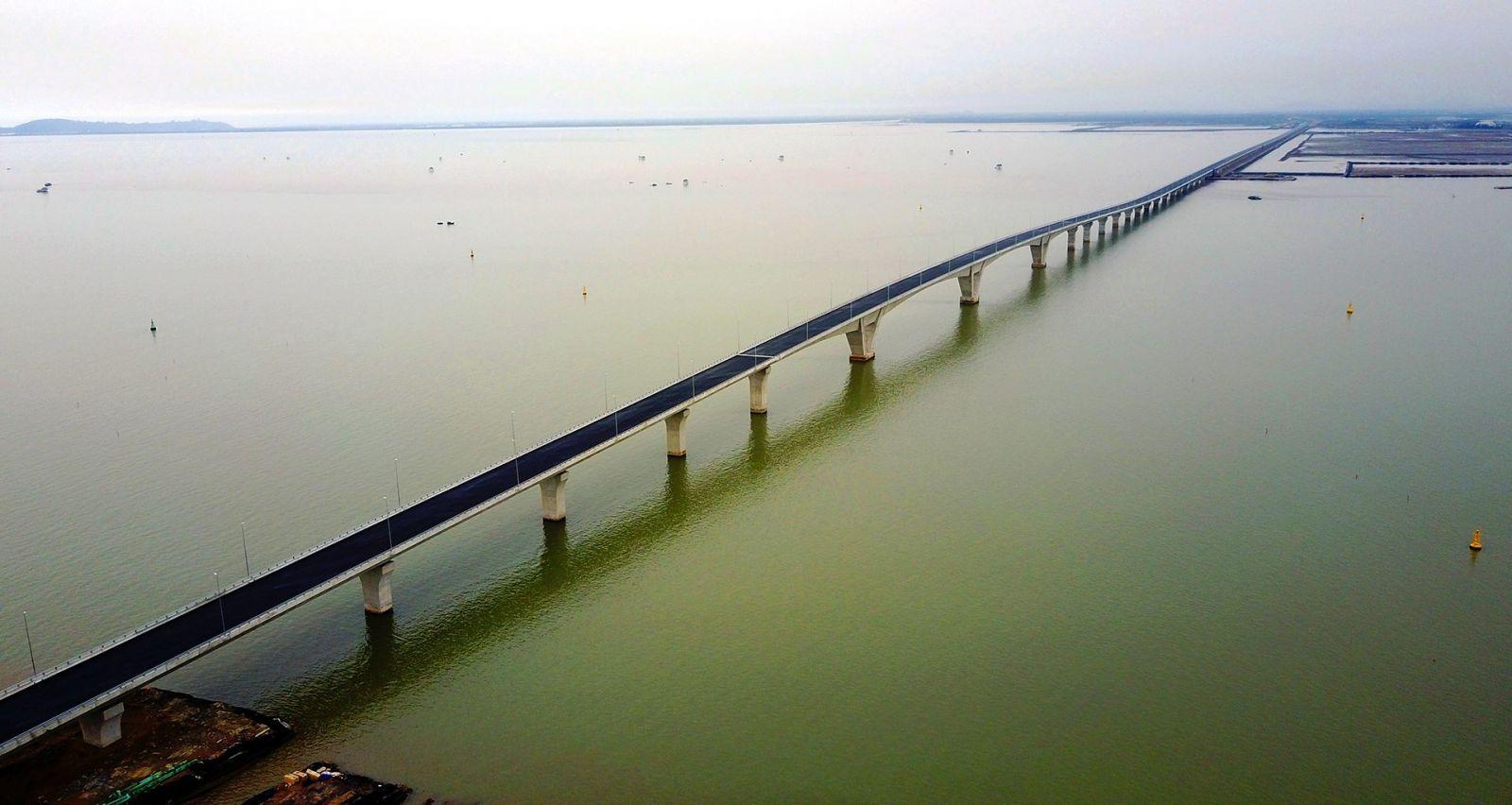 Cầu Tân Vũ