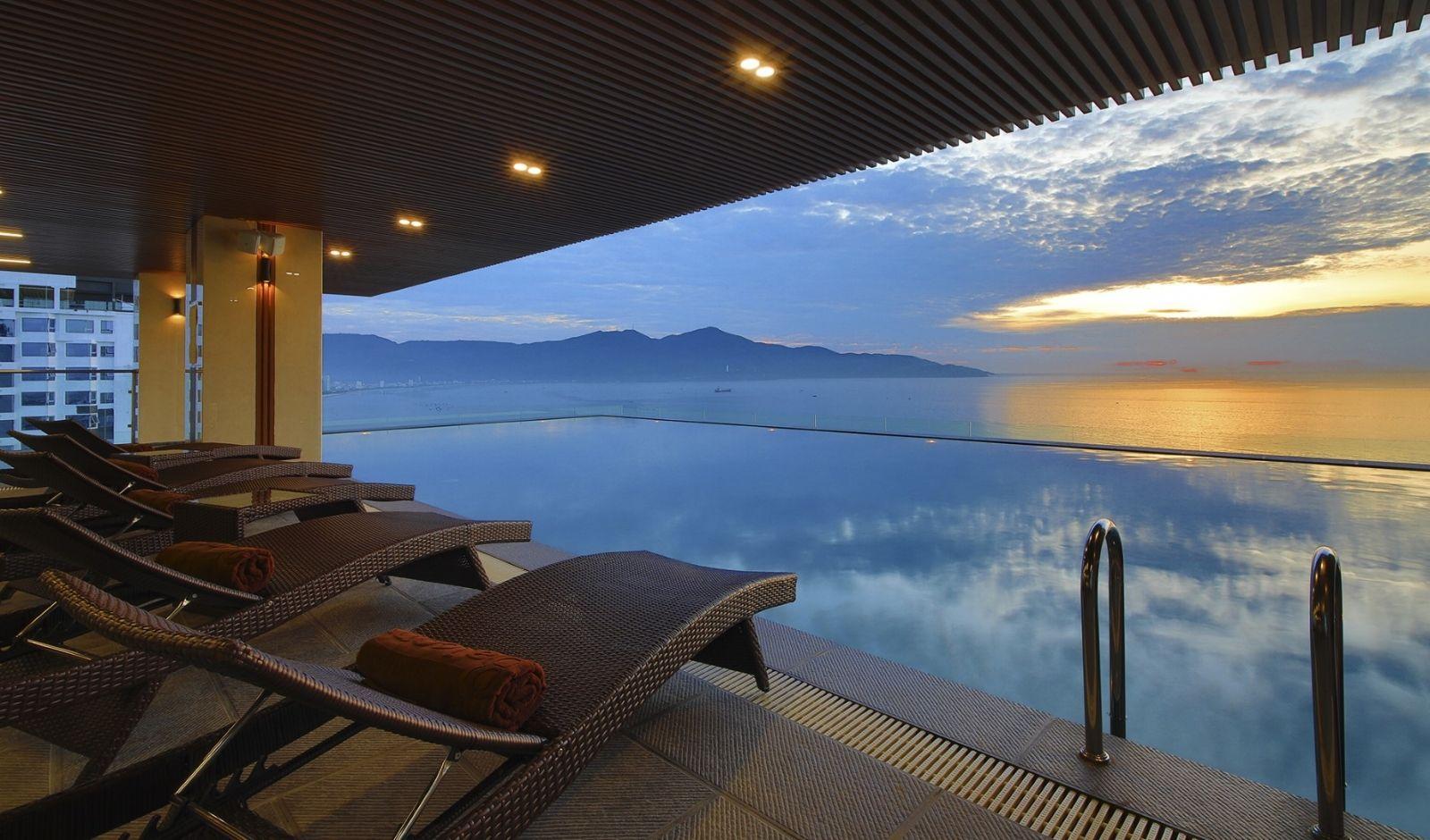 Bể bơi vô cực ở Khách sạn Balcona Đà Nẵng