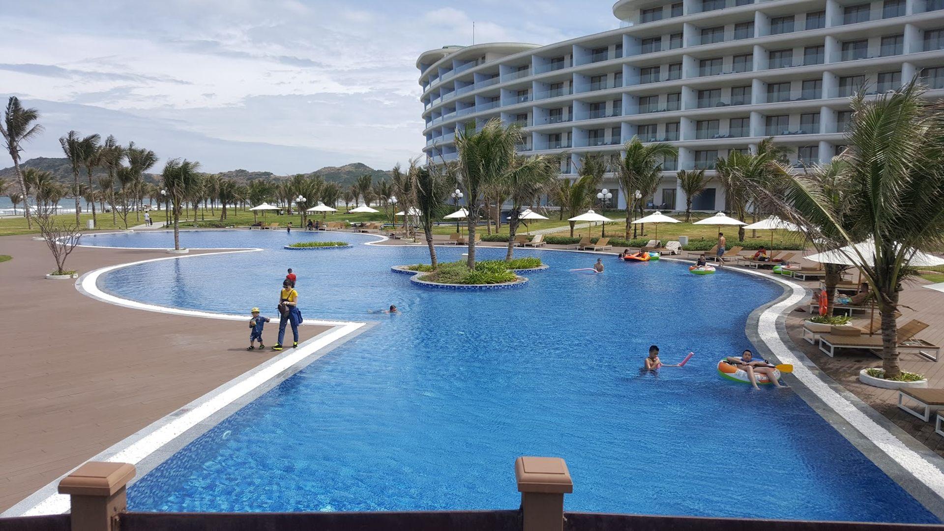 Bể bơi của FLC Quy Nhơn
