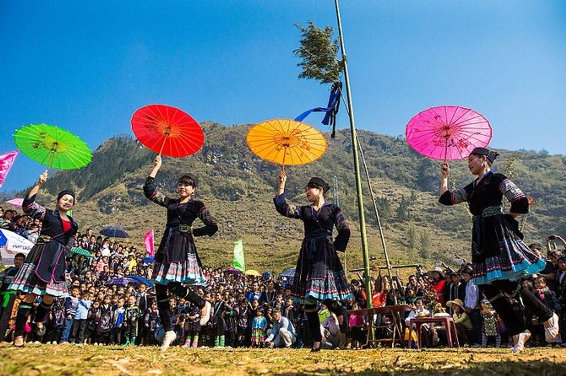 Lễ hội Gầu Tào được tổ chức đông vui nhất trong năm của người Mông