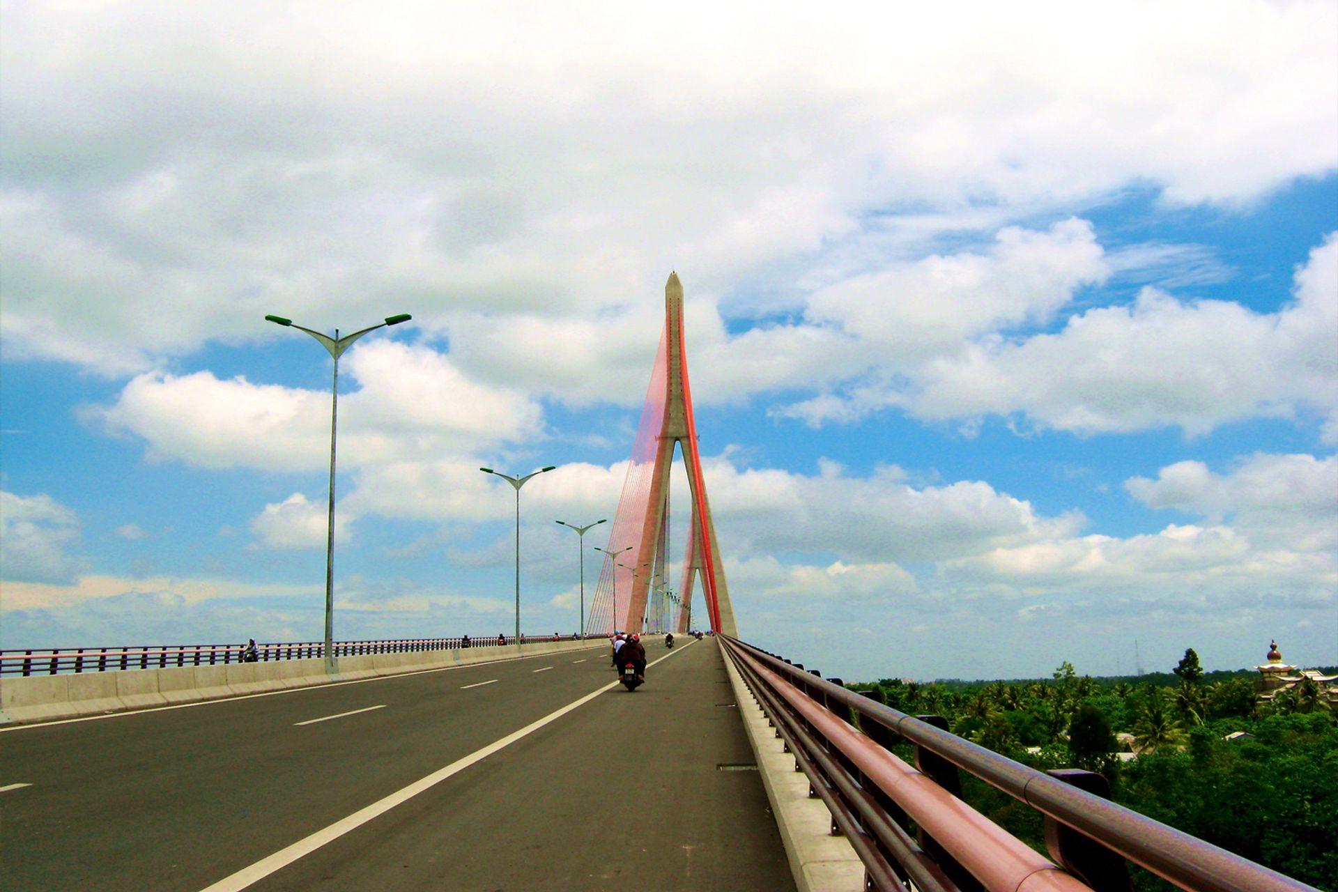 Cầu Cần Thơ là cây cầu dây văng có nhịp chính dài nhất khu vực Đông Nam Á