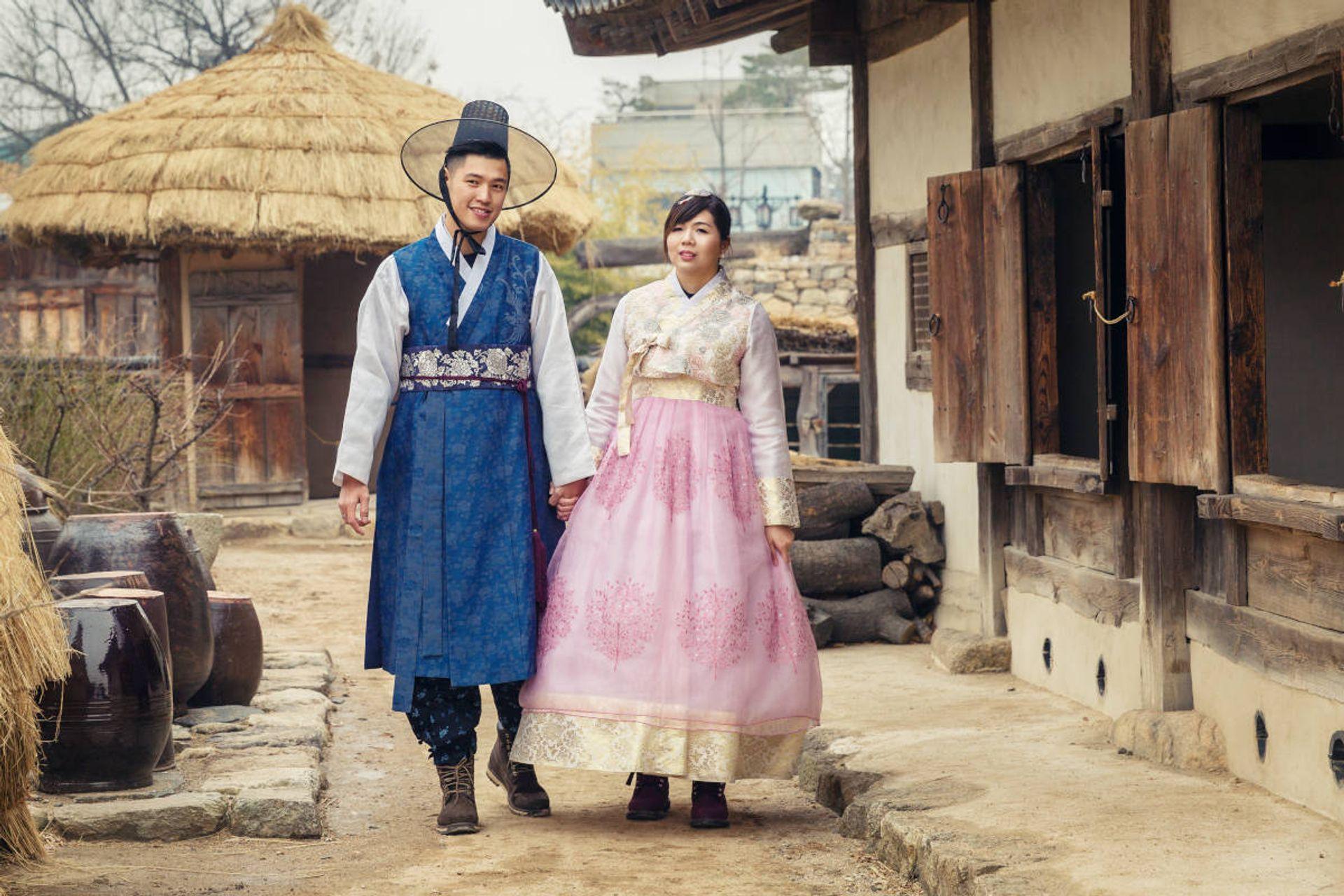 Diện trang phục truyền thống Hanbok