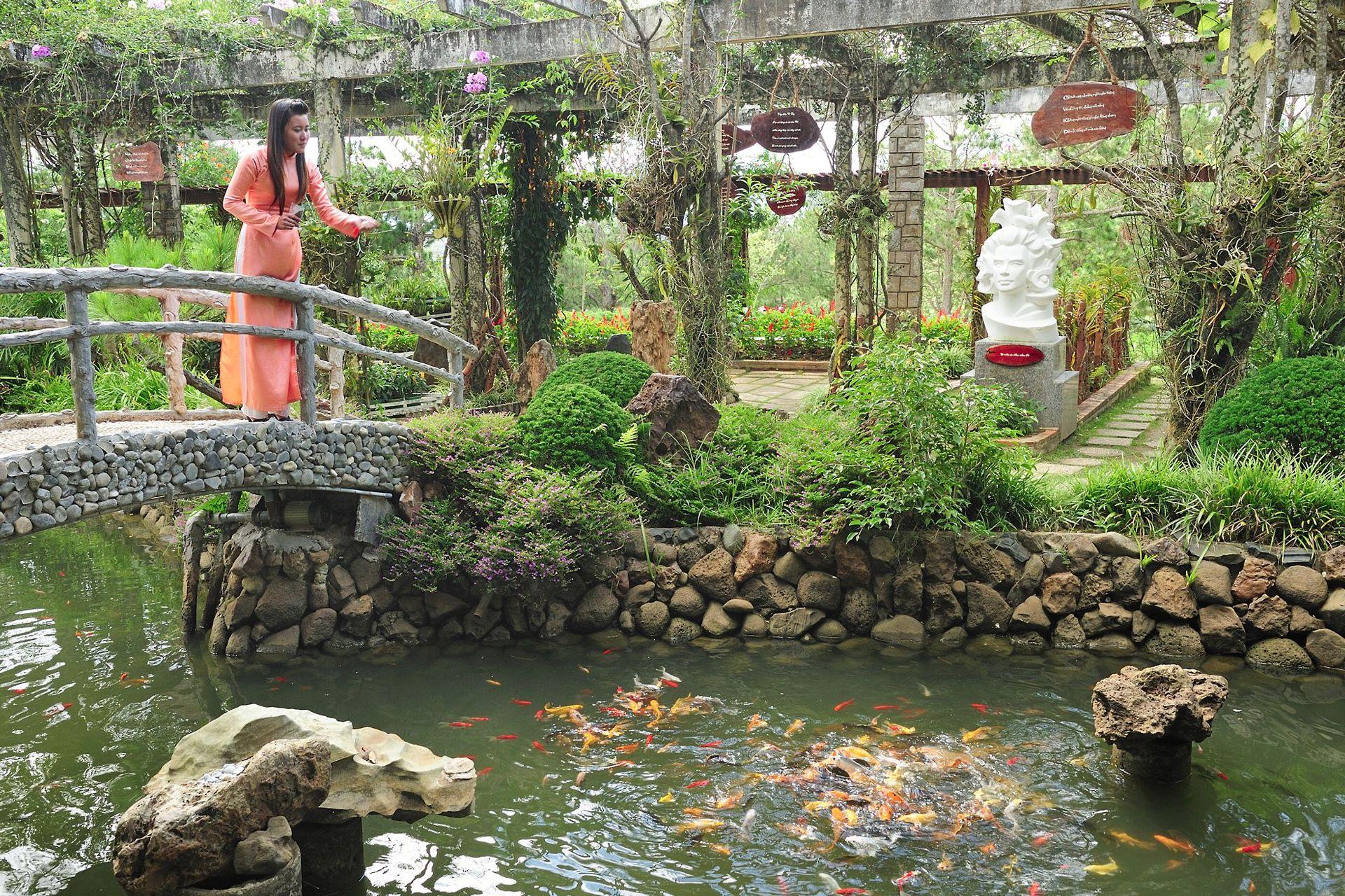 Thư giãn tại sân golf mini và trị liệu bằng cá