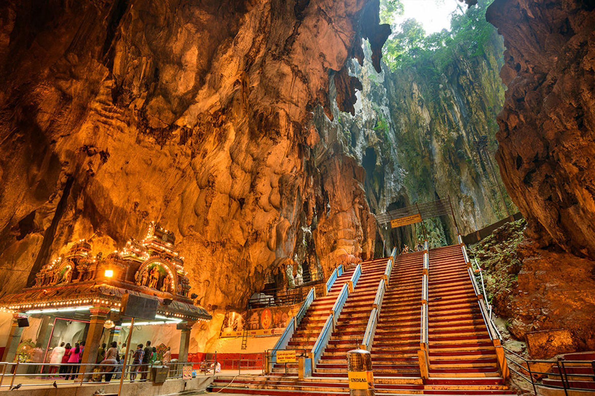 Chinh phục hang động Batu nổi tiếng