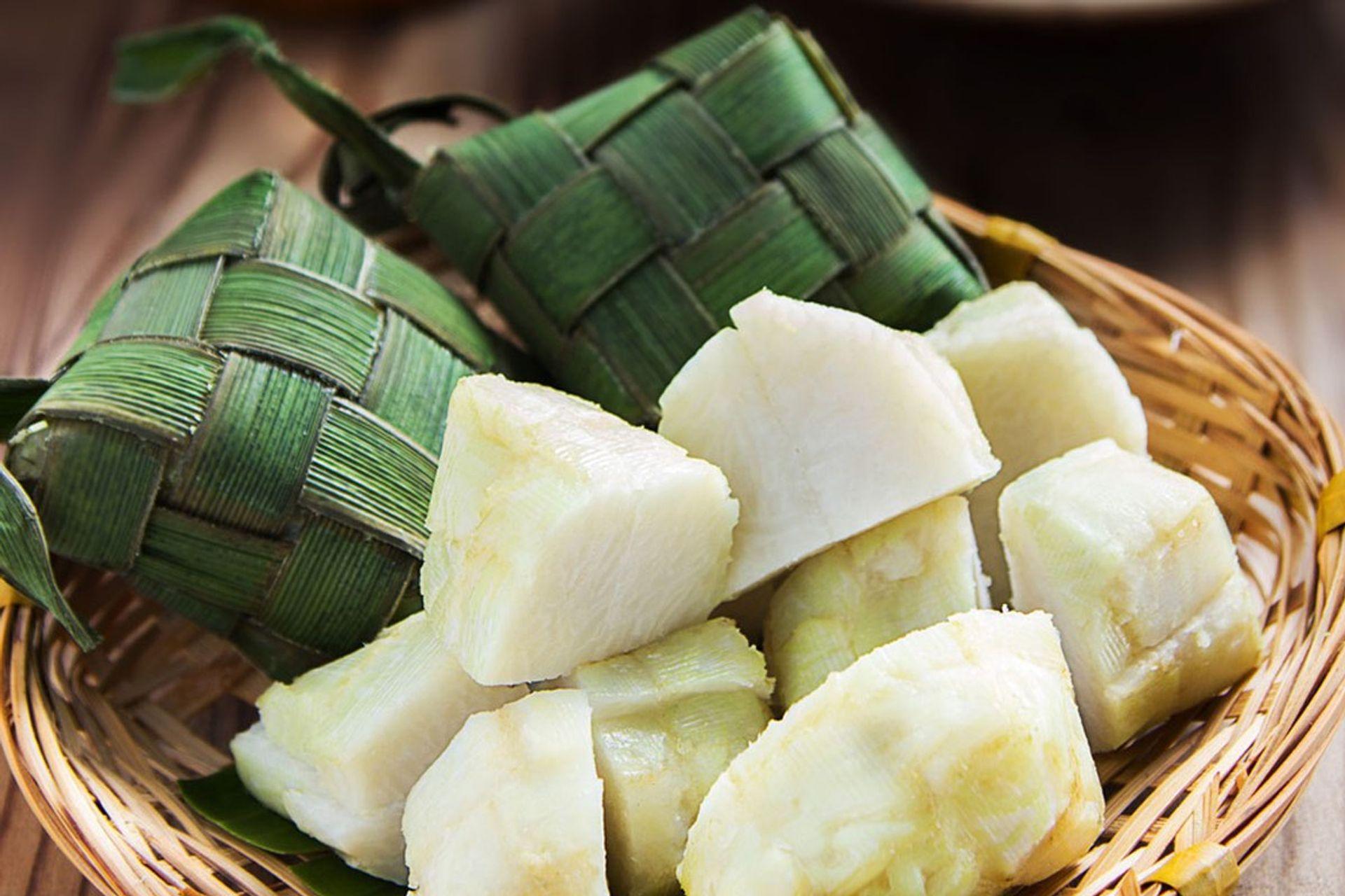 Món ăn được đựng bằng lá chuối
