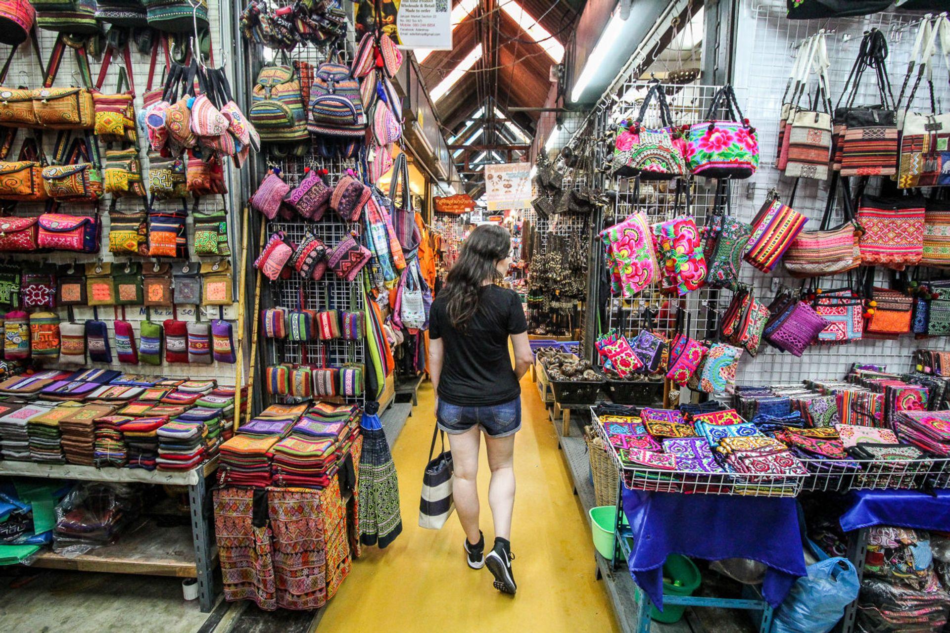 Chợ đêm Sukhumvit – chợ Nana