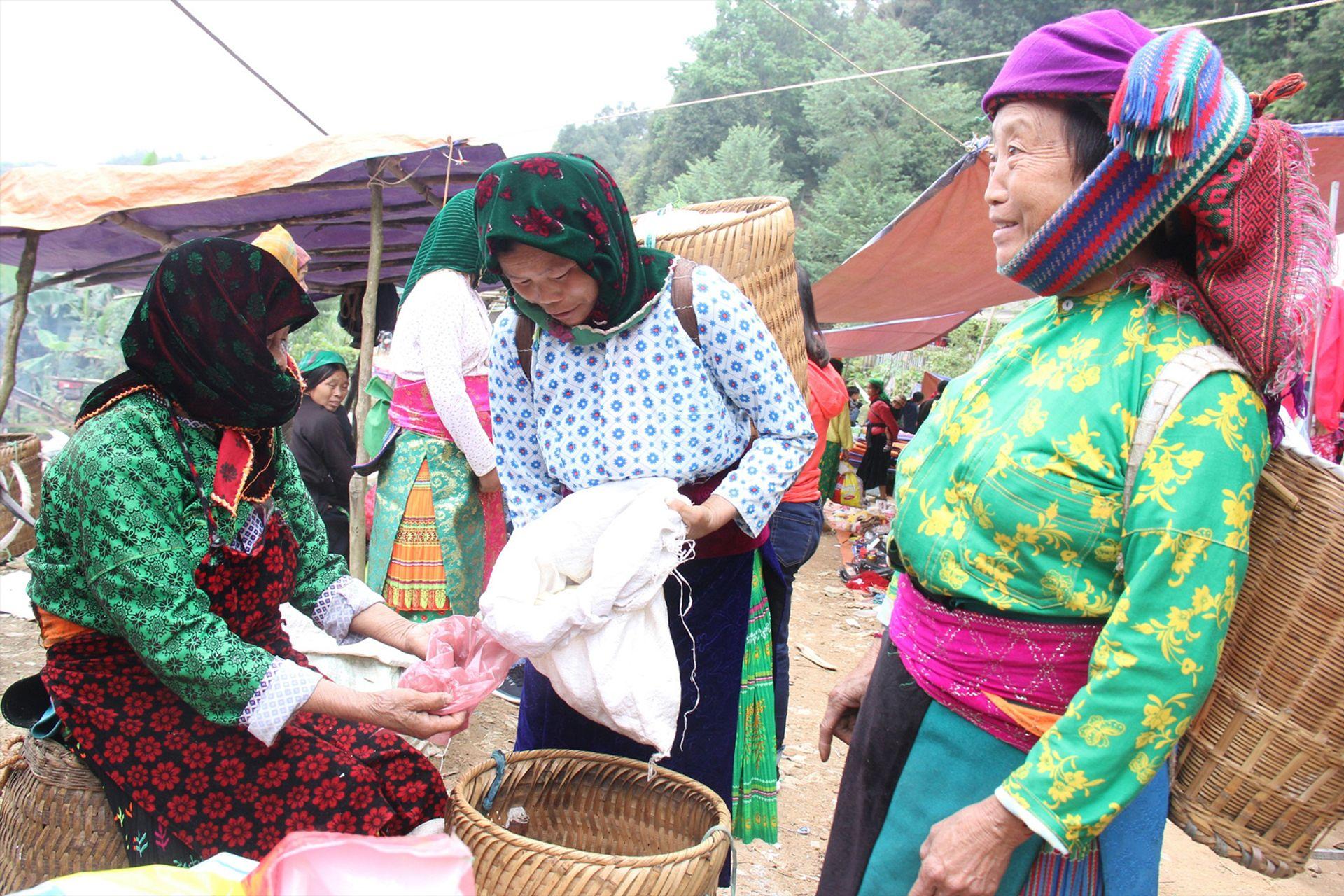 Thăm phiên chợ truyền thống