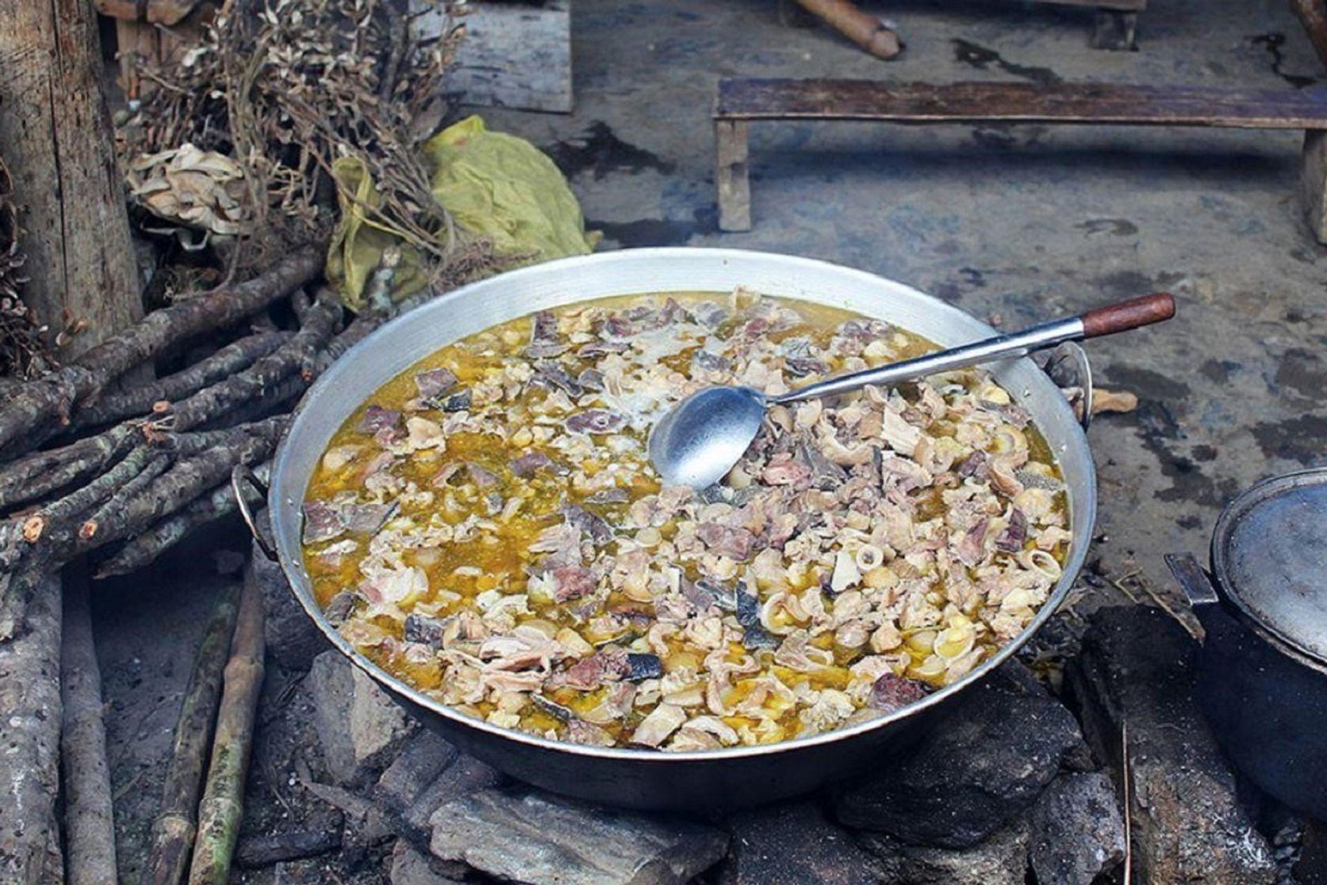 Thắng cố là món ăn đặc trưng của người H'mông