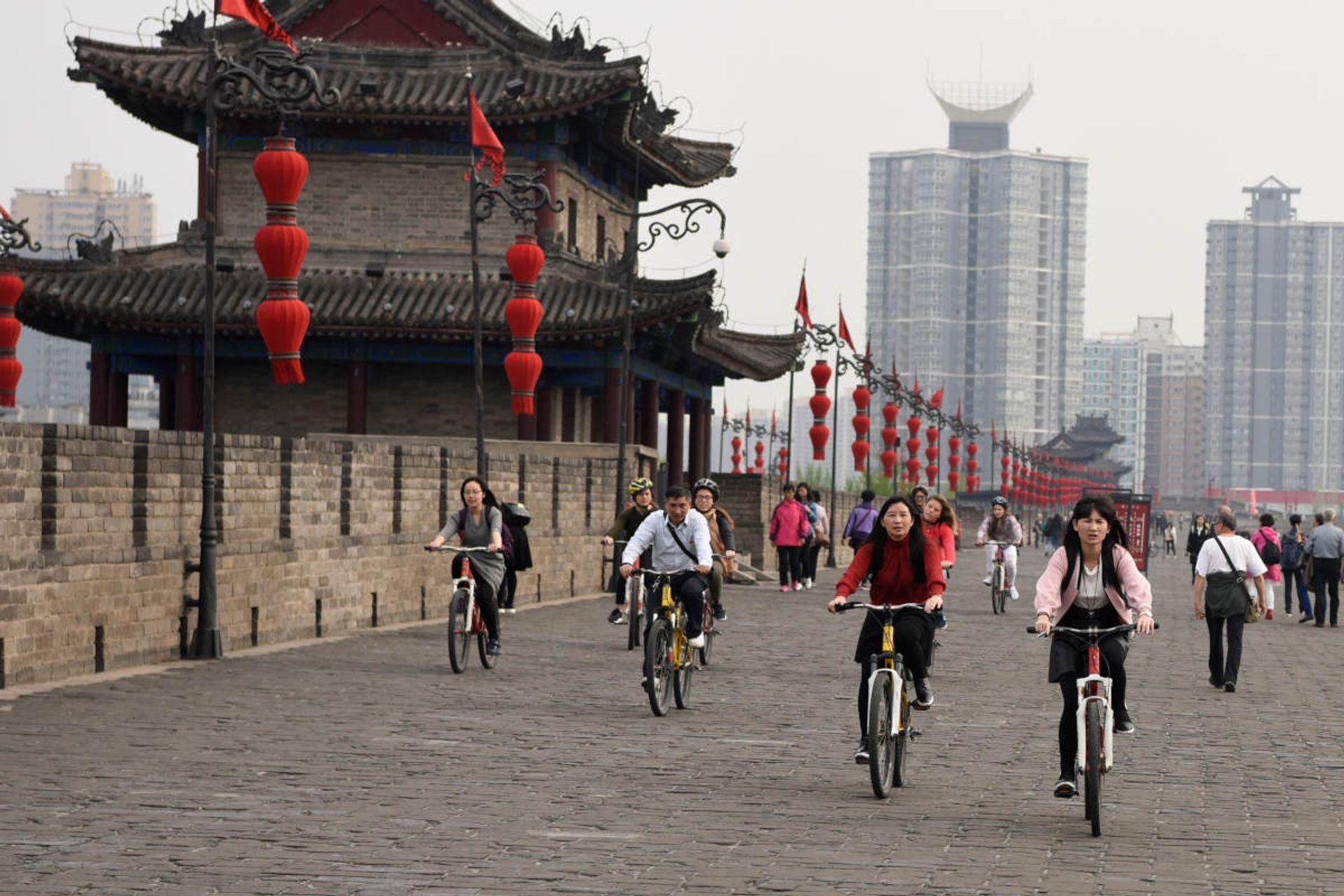 Bạn có thể trải nghiệm City Wall bằng xe đạp