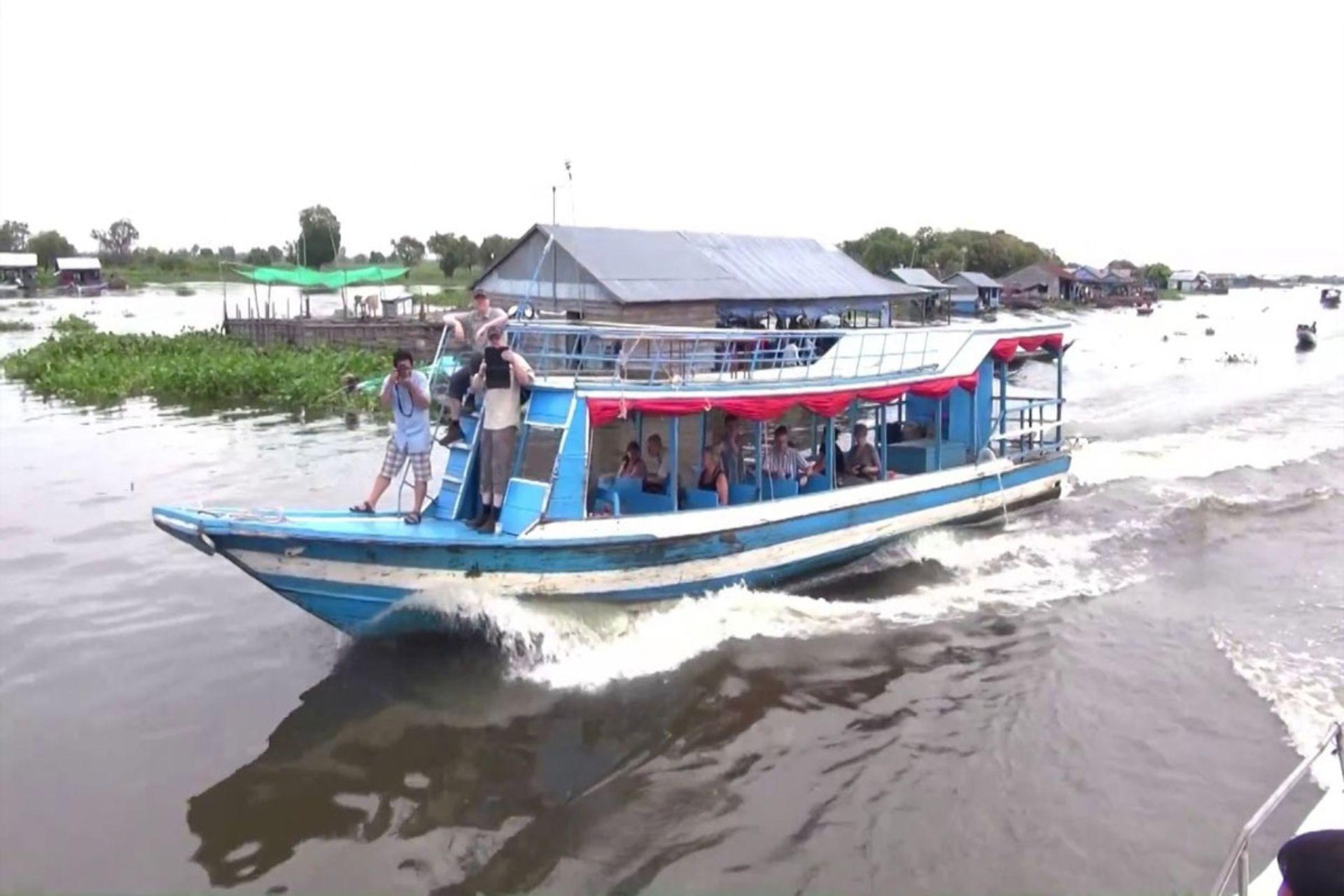 Tham gia một tour du lịch trên sông