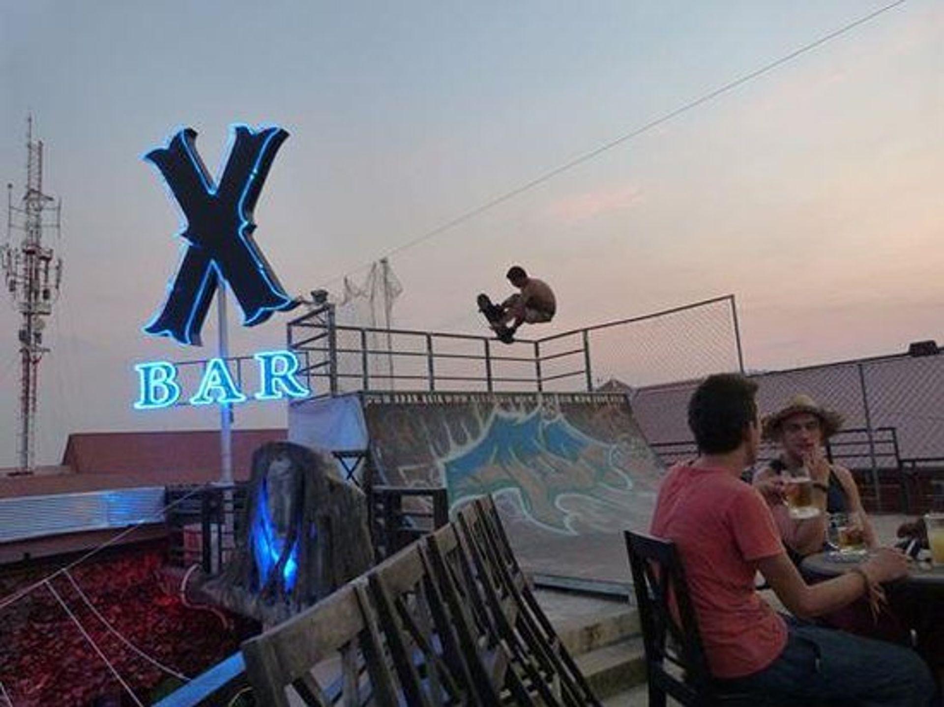 Quán bar X