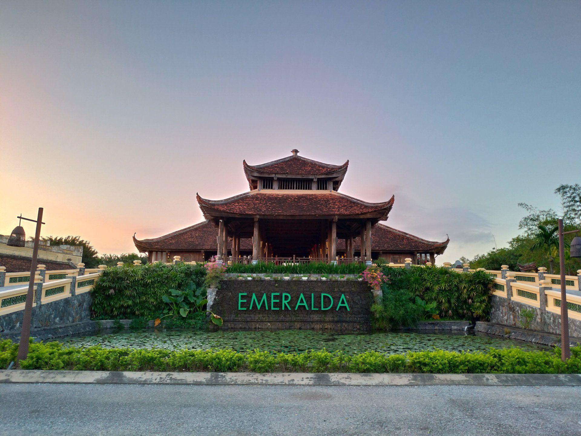 khuon vien emeralda ninh binh resort and spa