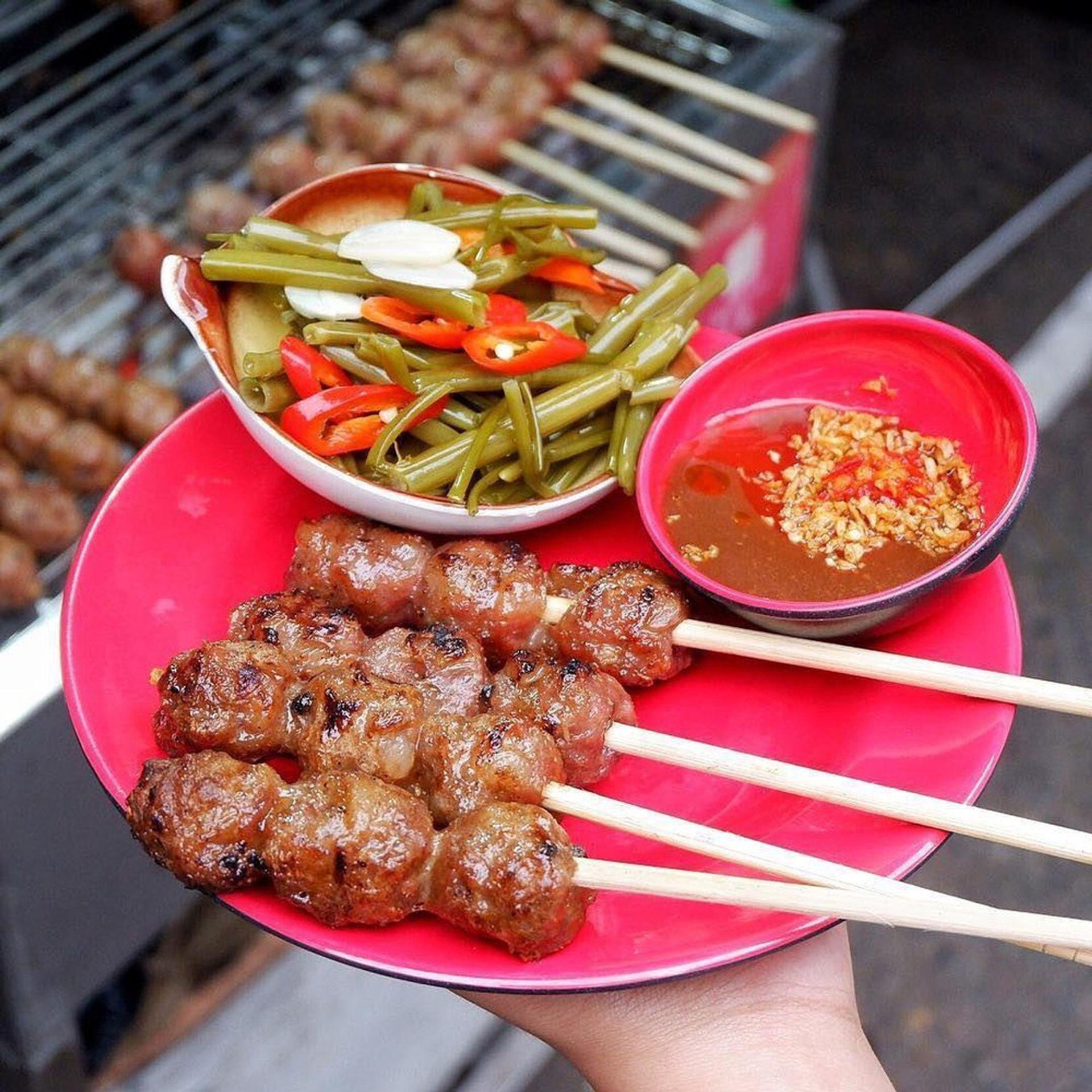 Nem nướng là một ăn vặt ngon nổi tiếng ở Cần Thơ