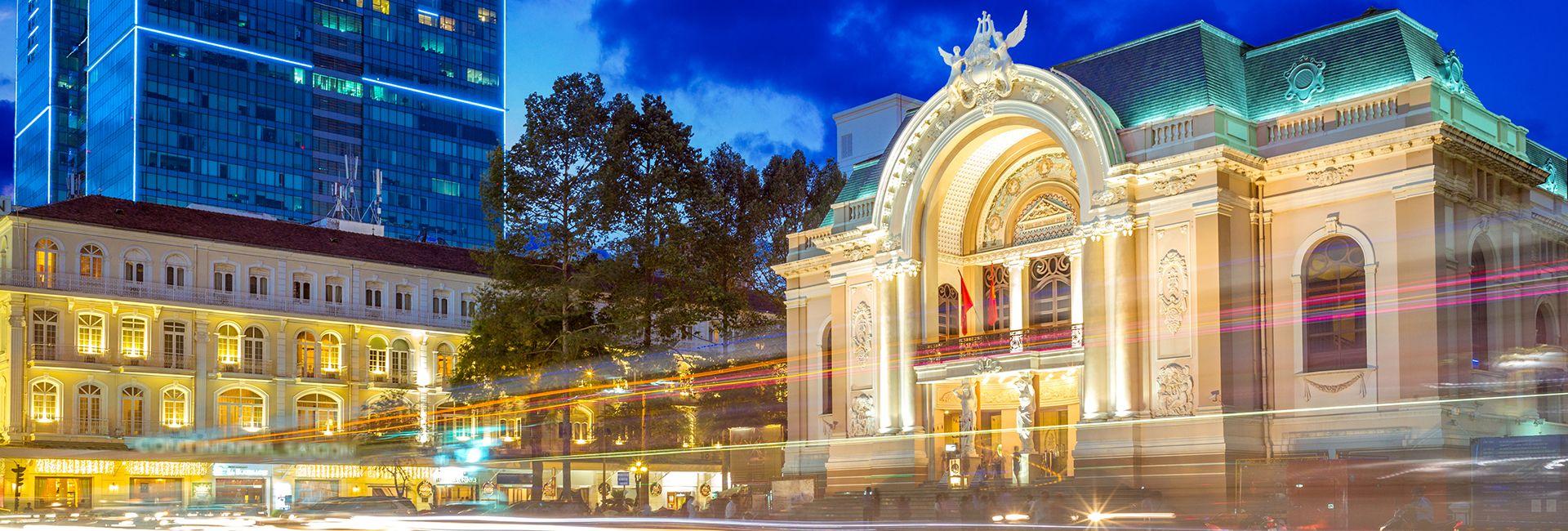 Hướng dẫn tham quan Nhà hát Thành phố Hồ Chí Minh