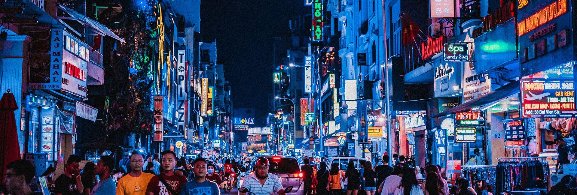 7 con phố ẩm thực Sài Gòn giới trẻ mách nhau đến nườm nượp