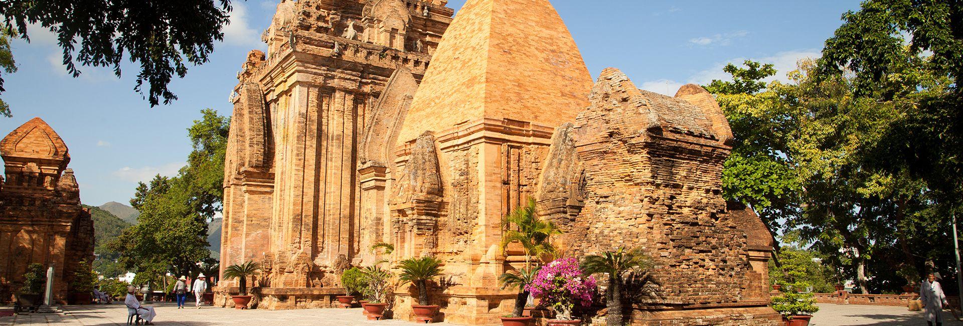 Tháp Bà Ponagar: Di tích lịch sử, điểm đến hấp dẫn Nha Trang