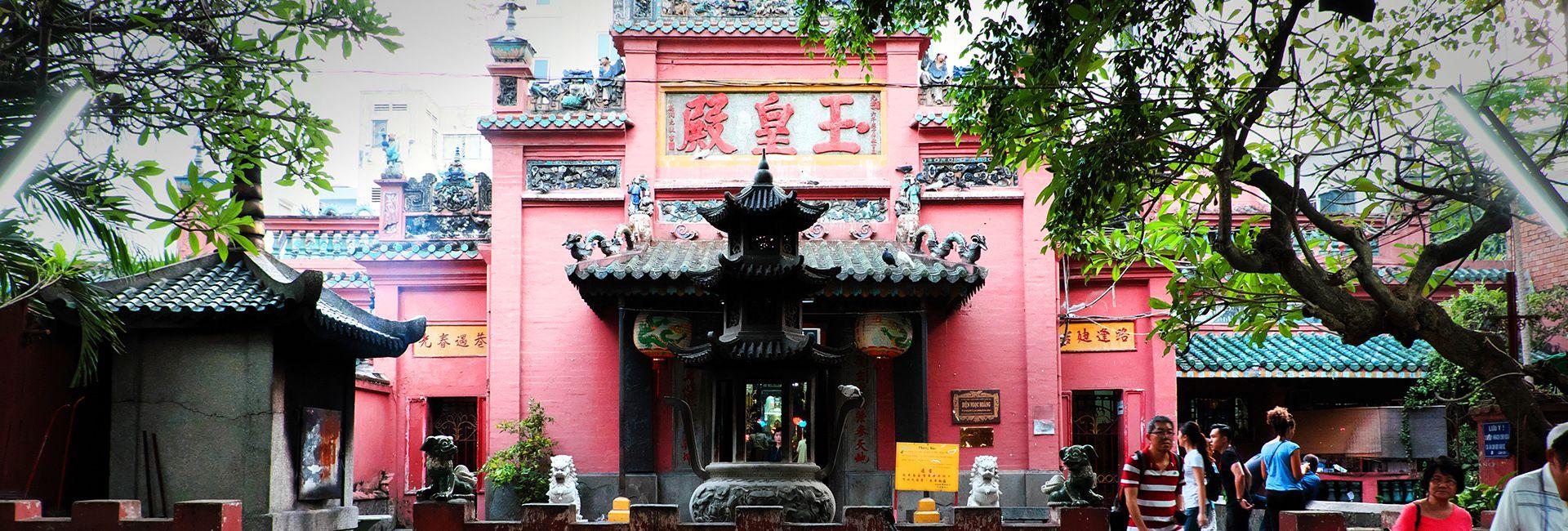 Khám phá Chùa Ngọc Hoàng - Chốn bồng lai tiên cảnh giữa lòng Sài Gòn