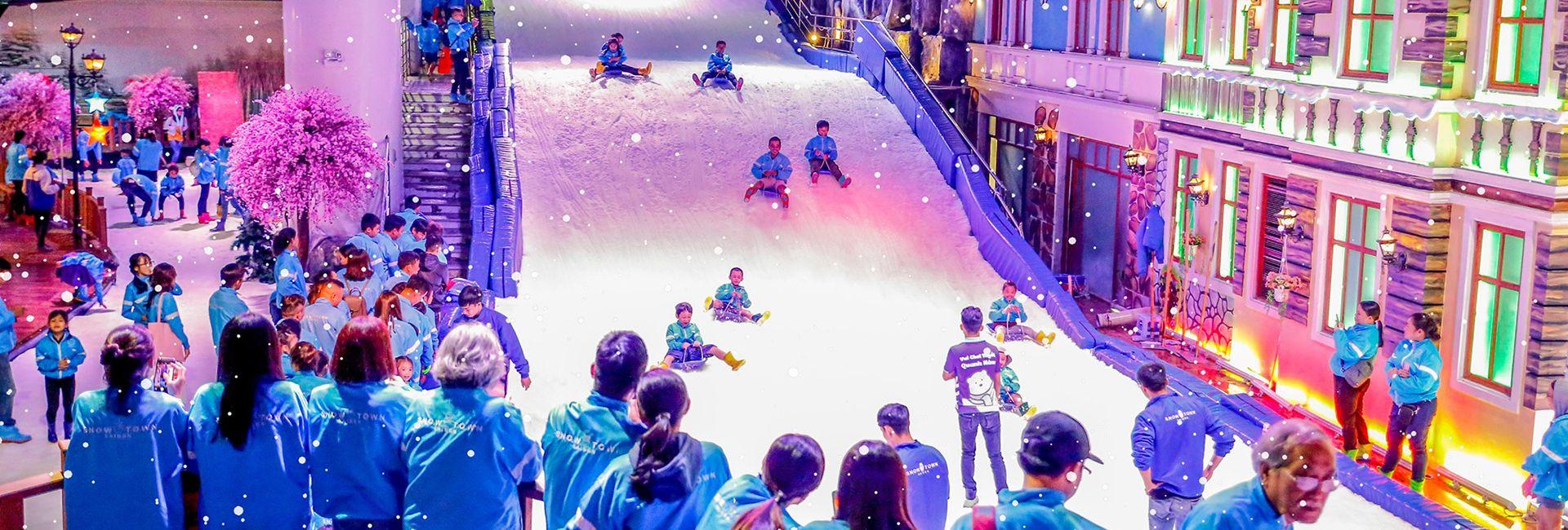 Hướng dẫn tham quan, vui chơi ở Nhà Tuyết, Quận 2, Sài Gòn