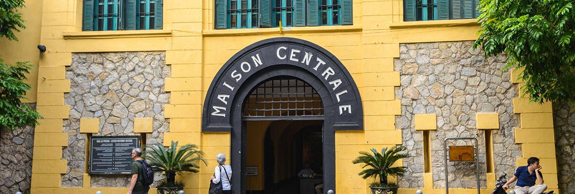 Ghé thăm nhà tù Hỏa Lò - di tích lịch sử nổi tiếng Hà Nội