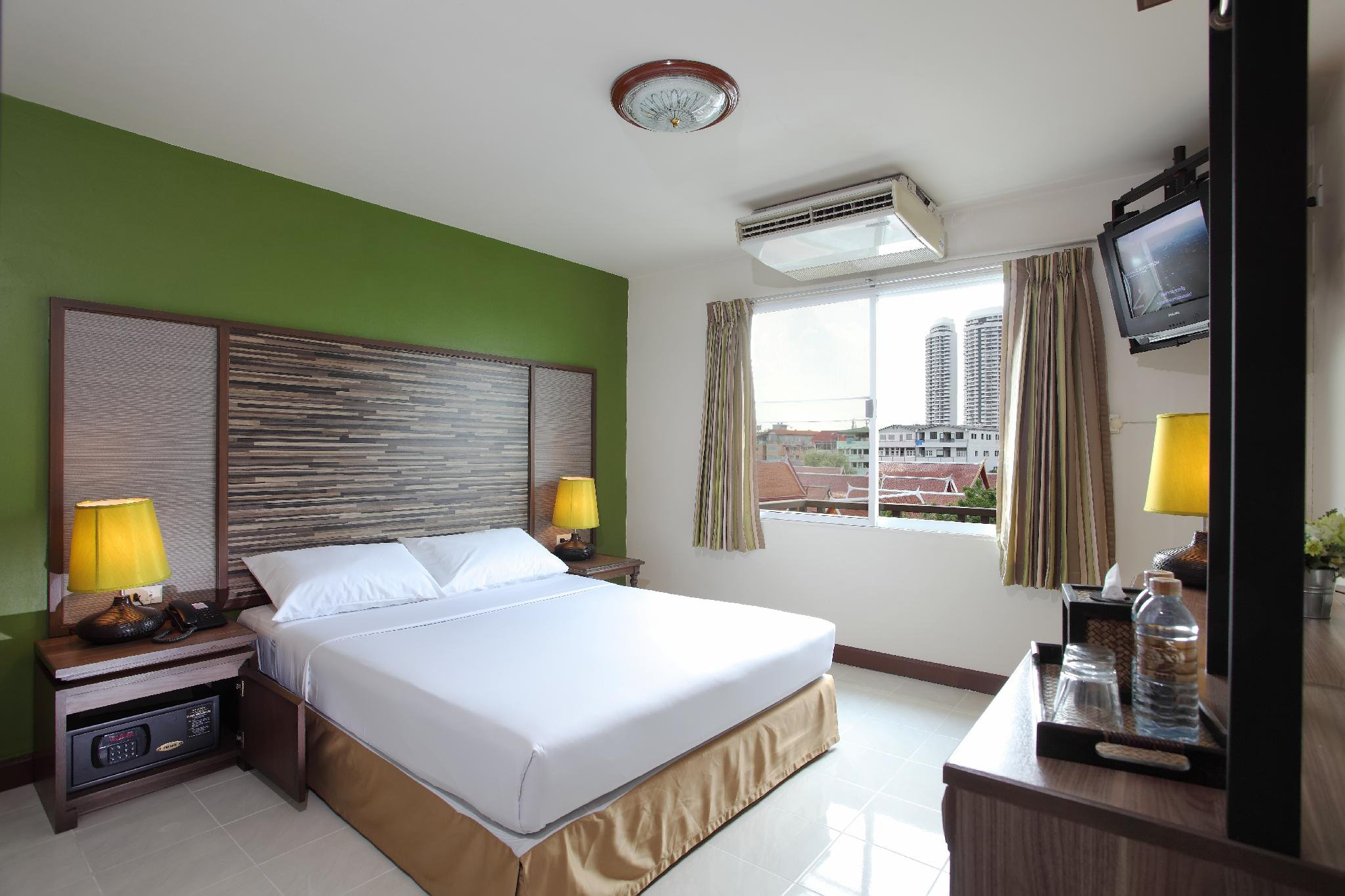 Rambuttri Village Hotel
