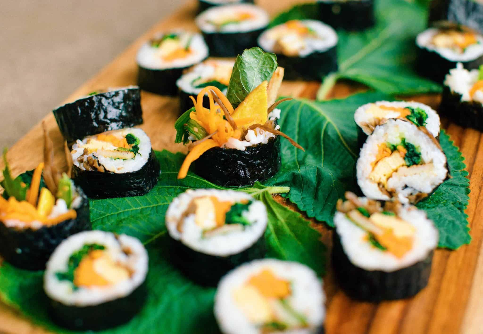 Kimbap (Cơm cuộn rong biển)