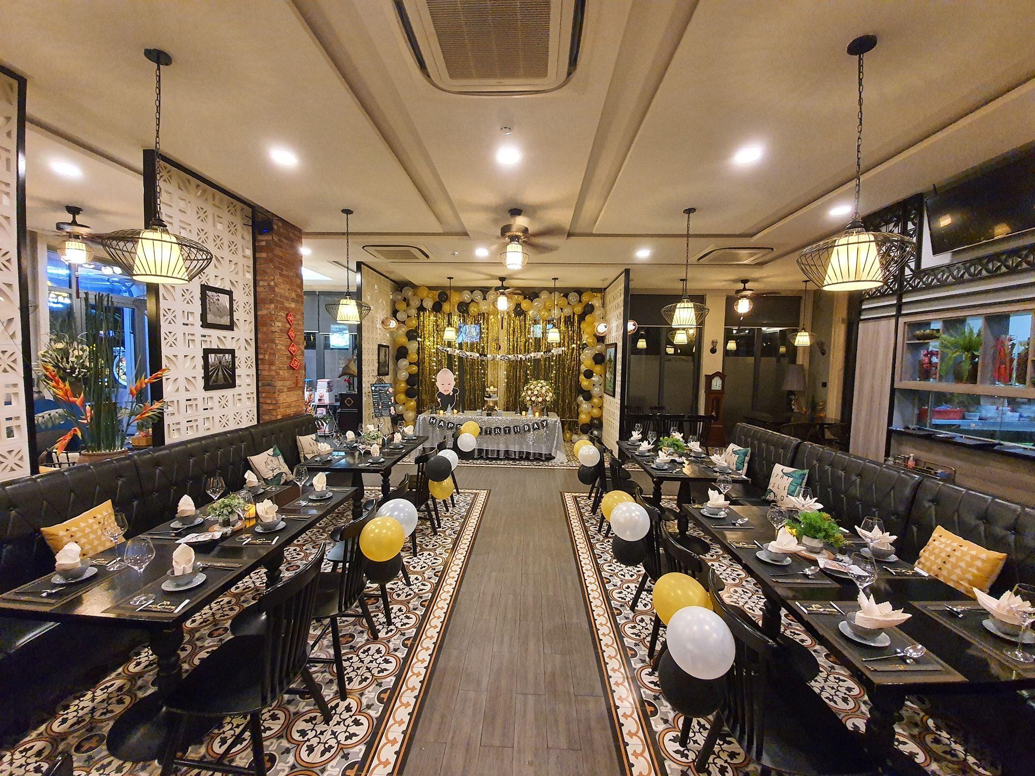 Kiến trúc bên trong nhà hàng Nếp Vàng
