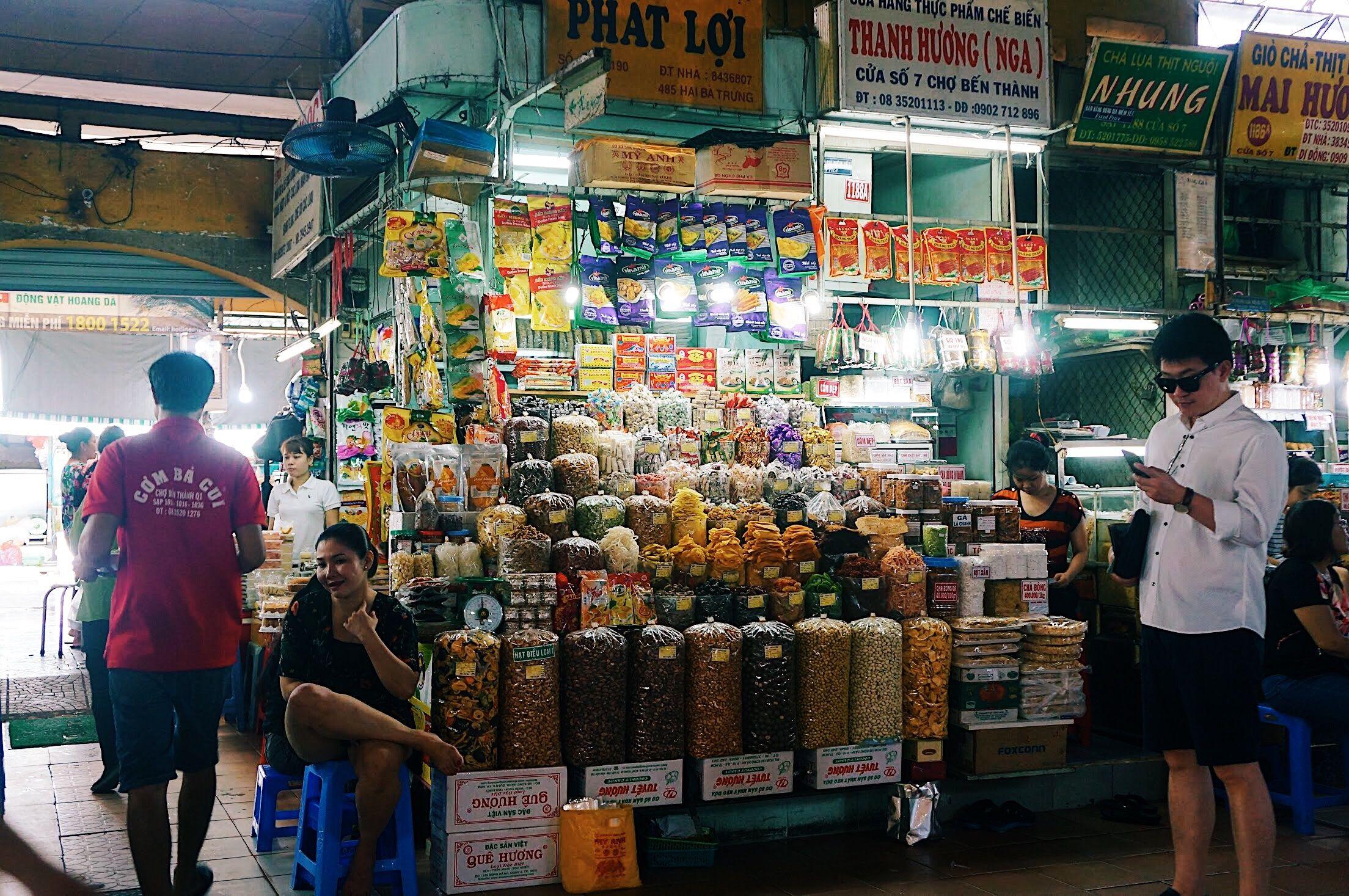 Gian hàng ẩm thực chợ Bến Thành