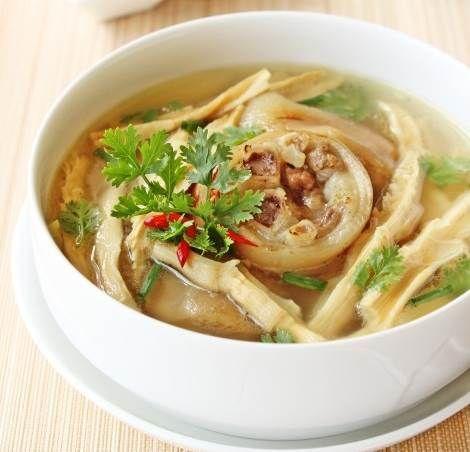 Móng hầm với thịt mềm và ngọt nước