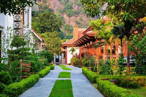 khuon vien tam coc la montagne resort spa hoa lu ninh binh