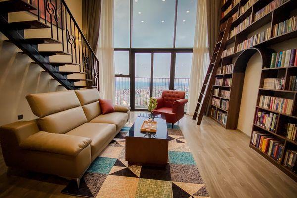 phong khach the library penthouse homestay ho tay ha noi