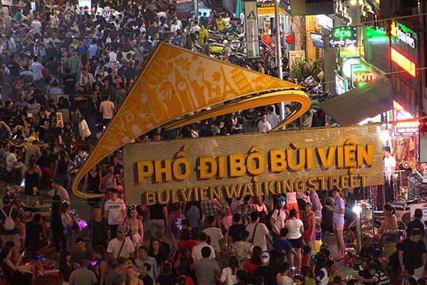 Tham quan Phố đi bộ Bùi Viện - Sài Gòn: ăn ở đâu, chơi thế nào?